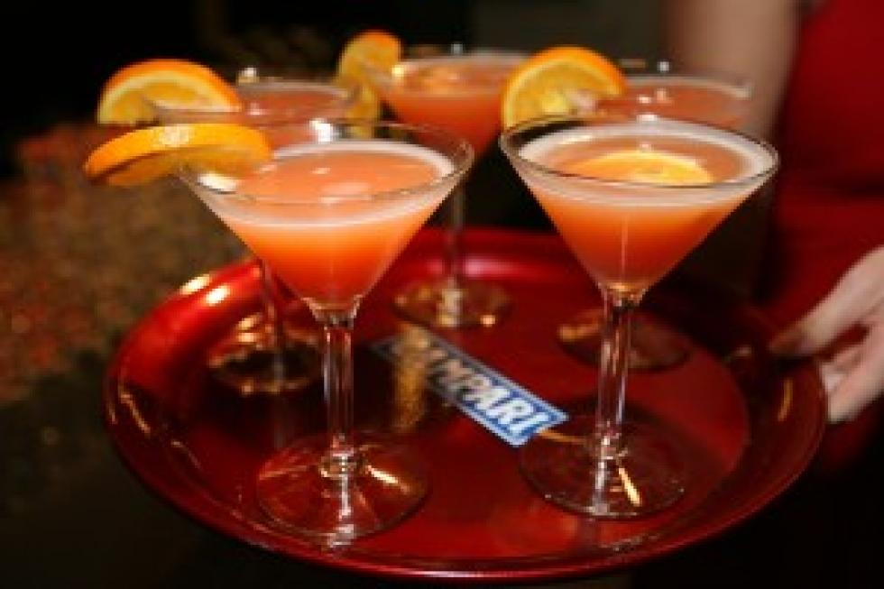 Cocktails With A Royal Wedding Theme