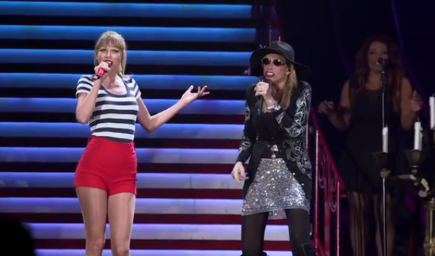 taylor swift and carly simon perform during RED tour
