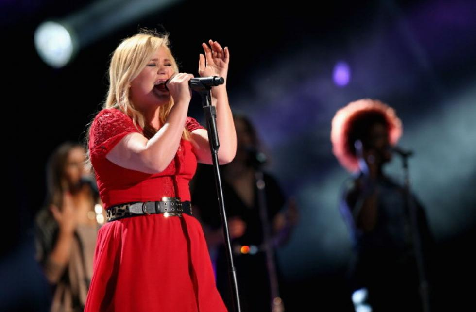 12 Days Of Christmas Music, Day 4: It\'s Kelly Clarkson With A New ...