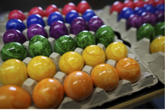 Don\'t Just Color Your Easter Eggs This Year, Tie-Dye Them! [VIDEO]