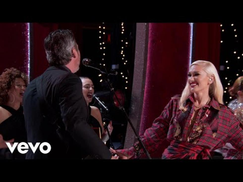 watch blake shelton gwen stefani sing you make it feel like christmas - Blake Shelton Christmas
